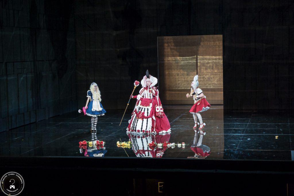 Prestation d'Alice au Pays des Merveilles par Melyanis Cosplay, Miss Miwooki et Little Moino