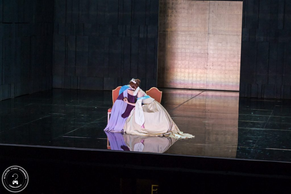 Prestation d'Anastasia par Akemi Cosplay.